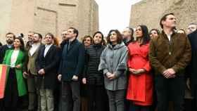 Líderes de los partidos políticos convocantes de la manifestación, en el escenario, tras la lectura del manifiesto.