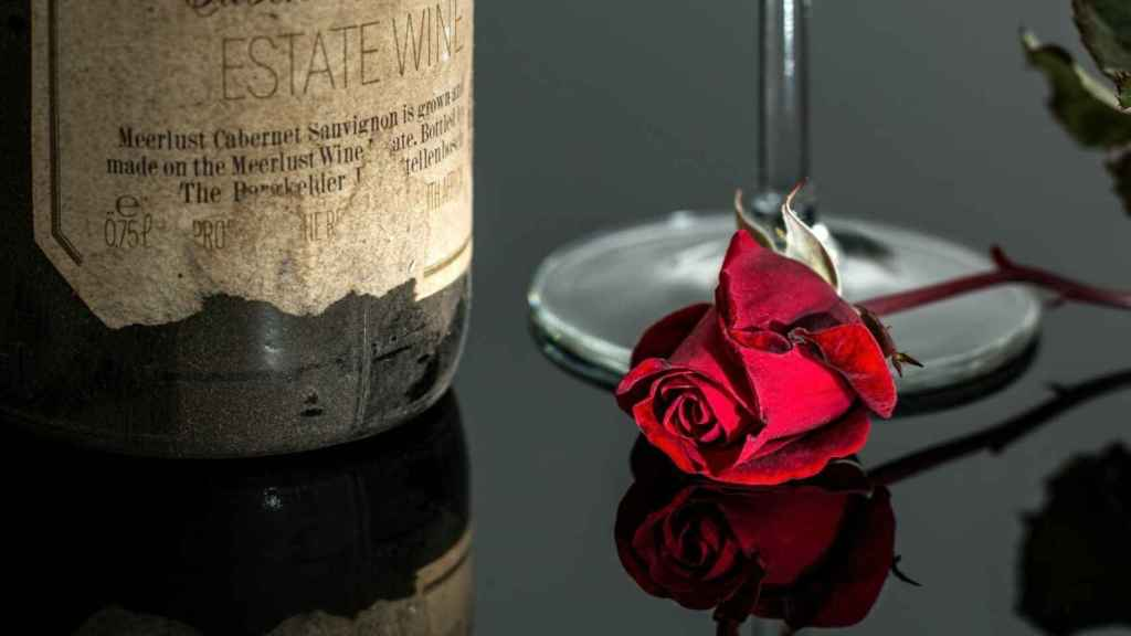 rose_wine_red_romantic_bottle_drink_glass_vintage-678557