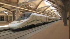 Un tren de Talgo que opera en la línea Meca-Medina.