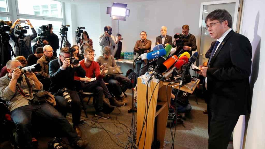 El expresidente Carles Puigdemont declara en una rueda de prensa en Berlín, sobre el juicio del procés