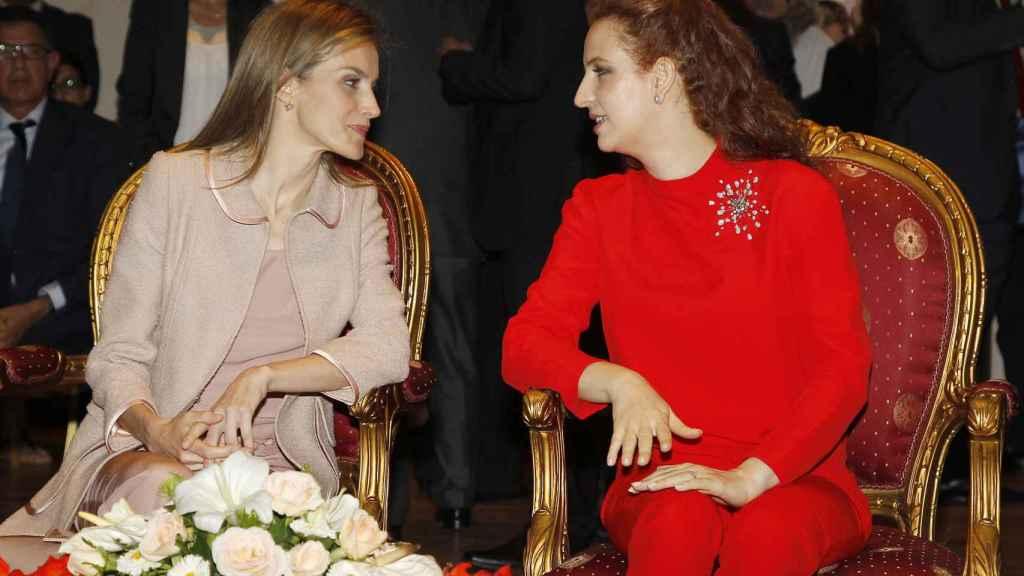 Lalla Salma muy cómplice con la reina Letizia.