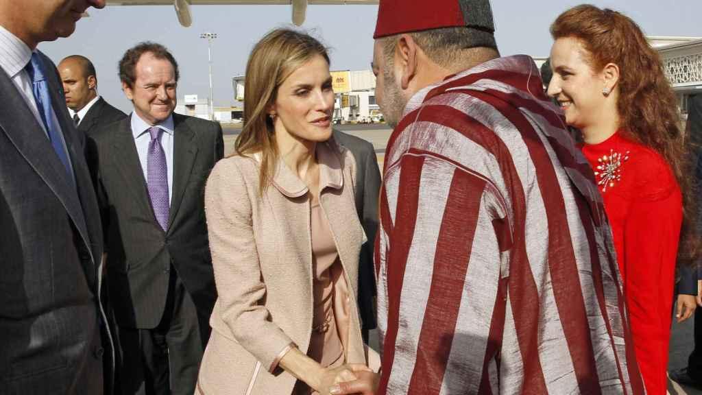 La reina Letizia con el rey Mohamed VI en una visita oficial a Marruecos