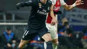 Gareth Bale, presionado por Dusan Tadic