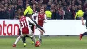 Falta a Lucas Vázquez antes del gol del Ajax