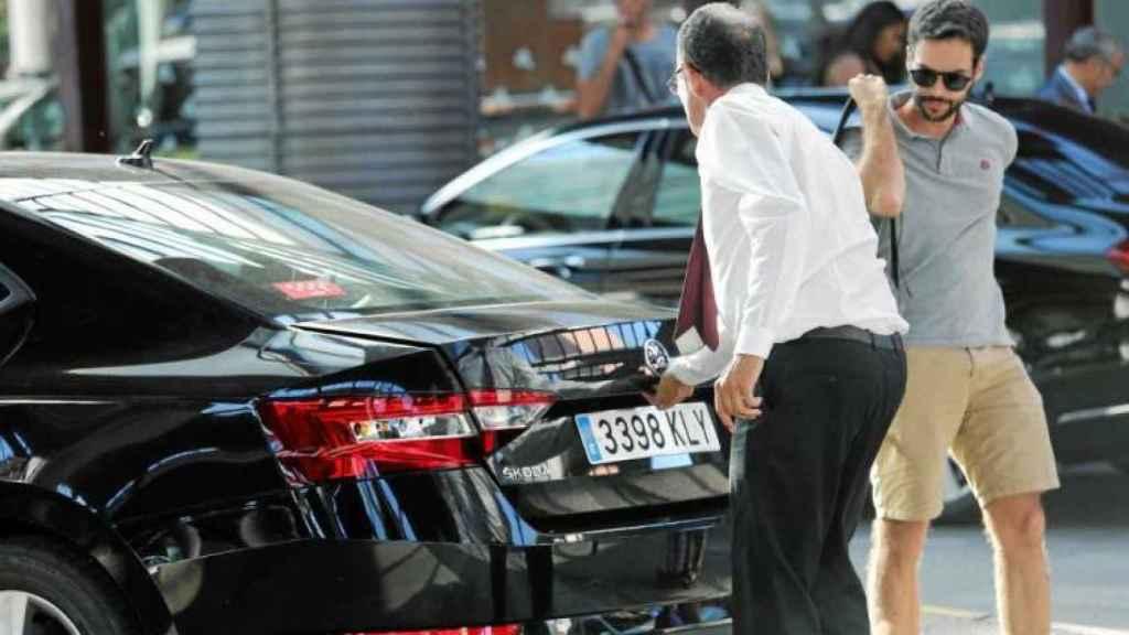 Un conductor de VTC trabaja en Madrid.