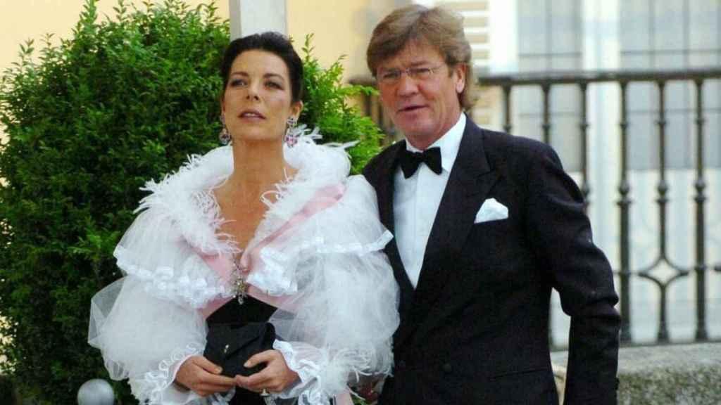 Carolina de Mónaco y Ernesto de Hannover en la cena de gala en el Palacio de El Pardo, un día antes de la boda de Felipe y Letizia.