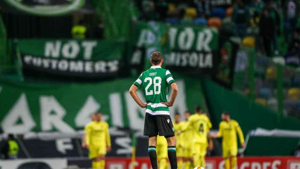 Bas Dost, del Sporting de Portugal, espera para reanudar luego del gol de Villarreal en Europa League