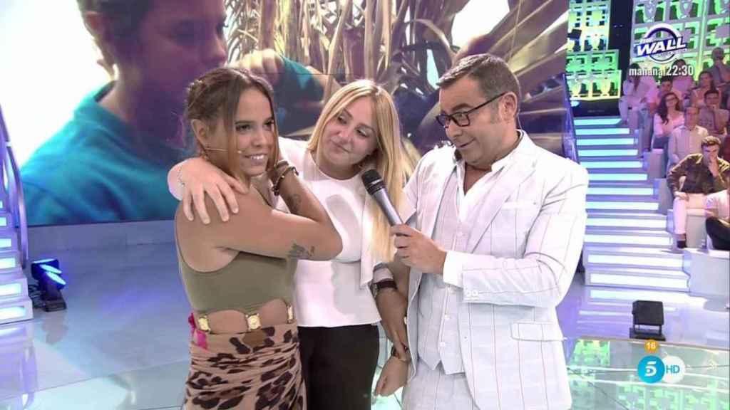 Rocío Flores, en el centro, junto a Gloria Camila y Jorge Javier en 'Supervivientes'