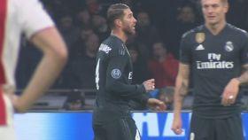 Sergio Ramos forzó la amarilla en Amsterdam