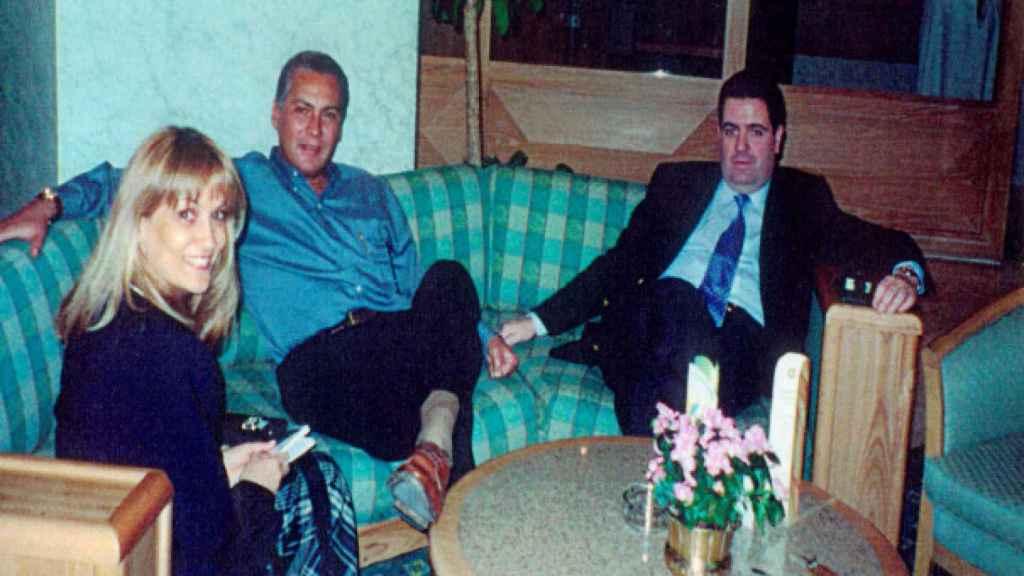 El financiero José maría Clemente (derecha), junto con dos de los implicados en la investigación de la DEA.