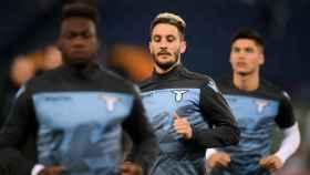 Los jugadores de la Lazio calentando