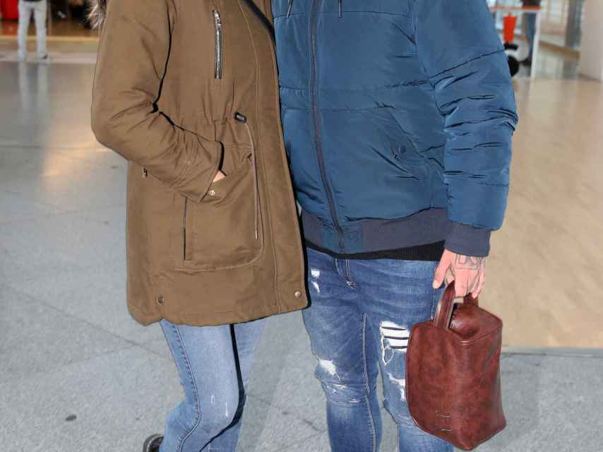 Irene Rosales y Kiko Rivera a su llegada a Madrid antes de entrar en la casa de Guadalix.