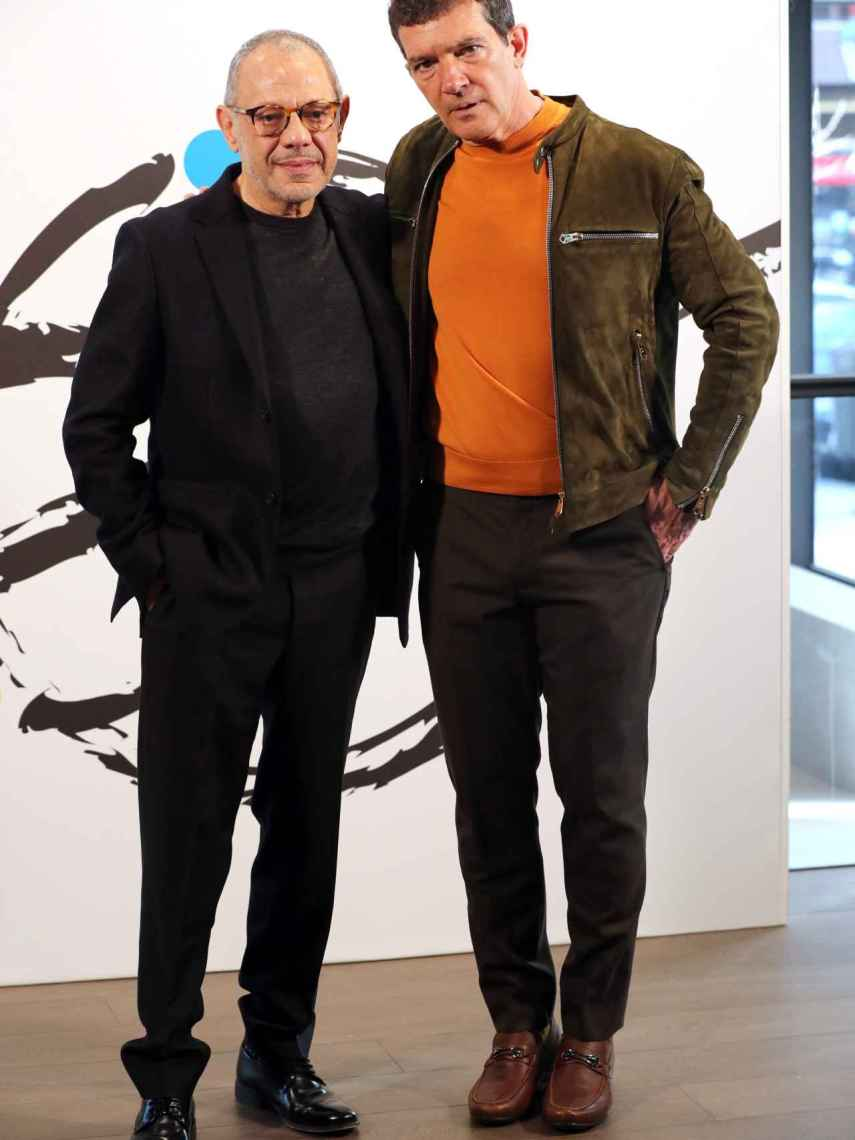 Antonio Banderas junto a Lluís Pascual, director del nuevo teatro.