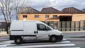 Una furgoneta blanca en el polígono industrial de Alcorcón.