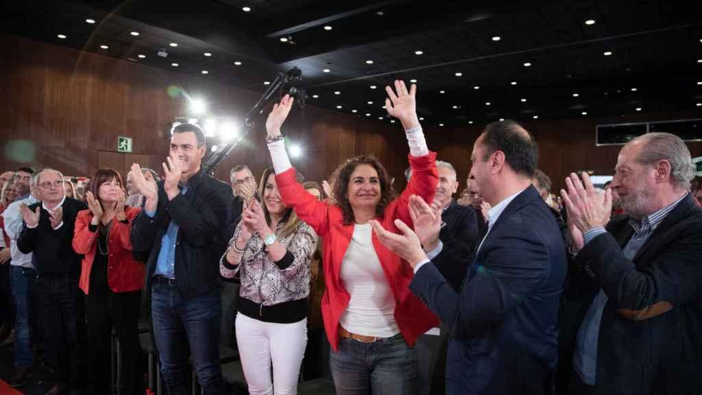 María Jesús Montero, ministra de Hacienda, aplaudida en un mitin del PSOE en Sevilla.
