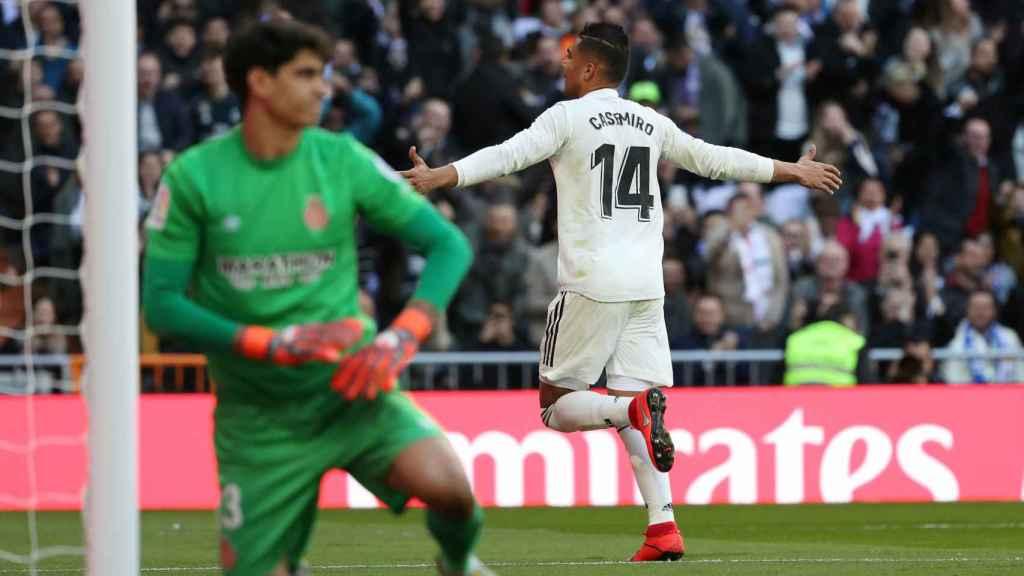 Casemiro celebra un gol en el Santiago Bernabéu en el Real Madrid - Girona