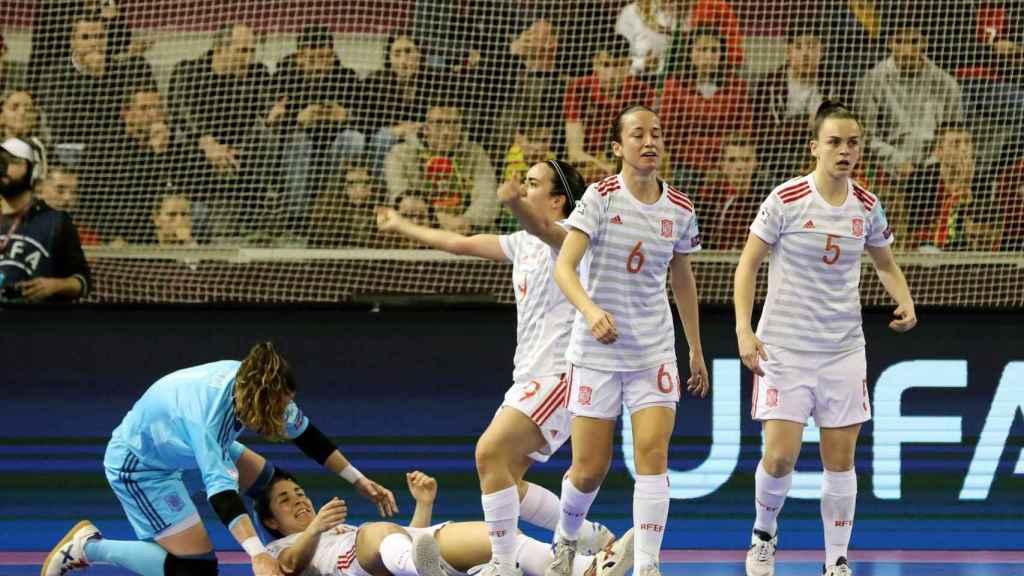 La selección española femenina celebra el campeonato de Europa