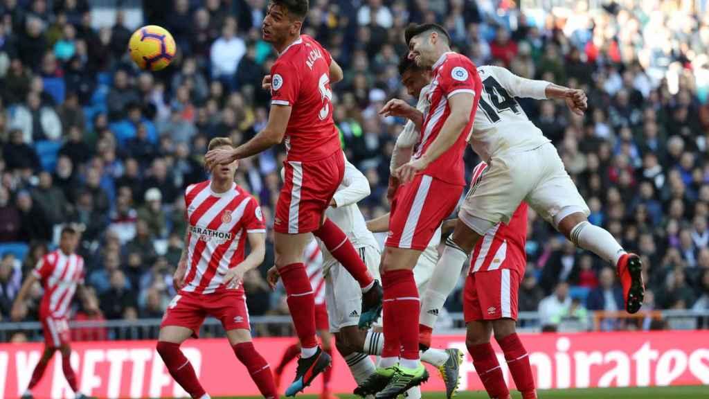 Casemiro supera a la defensa del Girona y remata a gol