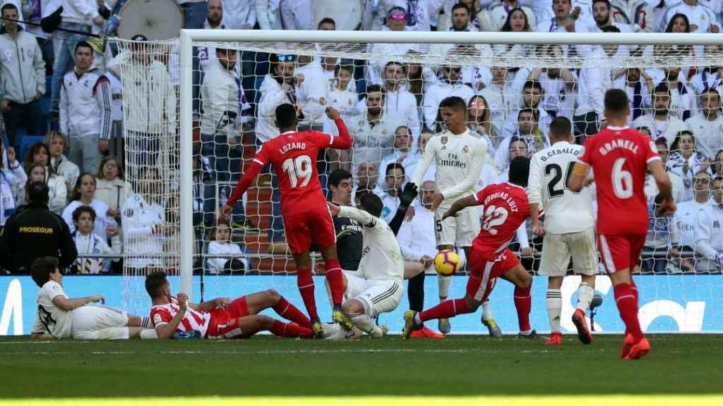 El árbitro pita mano de Sergio Ramos en el Real Madrid - Girona