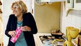 Manuela Carmena en su cocina en la cocina de su casa.
