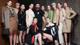 Riccardo Tisci y sus modelos para Burberry.