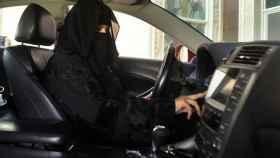Una app de Google y Apple permite a los saudíes controlar a las muejres que conducen
