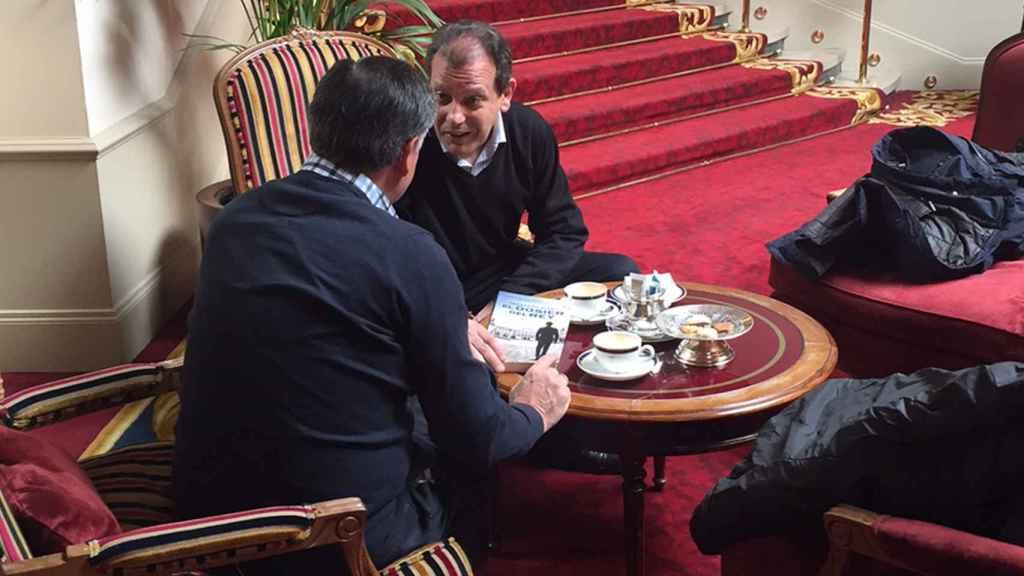 Fernando Rueda y el Lobo conversan sobre el libro.