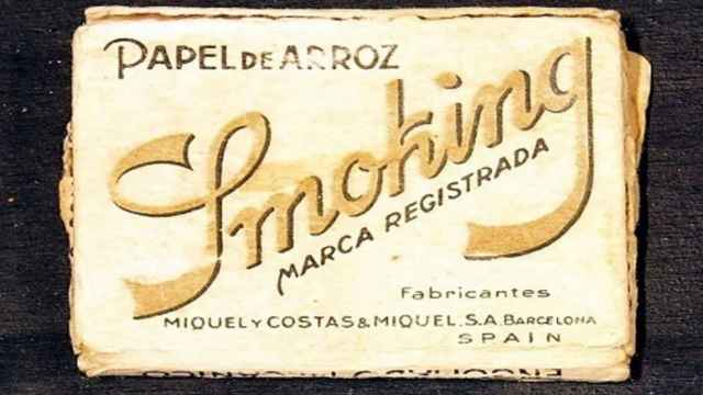 Un antiguo paquete de papel de fumar de Miquel y Costas.