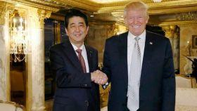 Shinzo Abe, el primer ministro nipón, y Donald Trump.