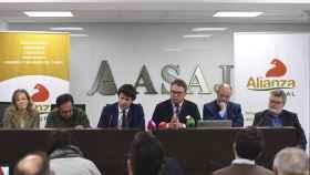 Carlos Núñez, en el medio, junto al resto de fundadores de Alianza Rural