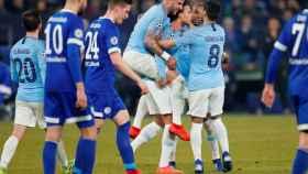 Los jugadores del Manchester City celebran el gol de Sané ante el Schalke