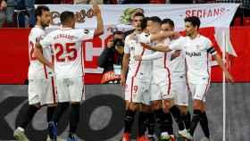 Los jugadores del Sevilla celebran el gol de Ben Yedder ante la Lazio en la vuelta de dieciseisavos de final de la Europa League