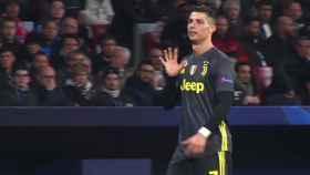 Cristiano Ronaldo enseña la 'manita' al Wanda Metropolitano