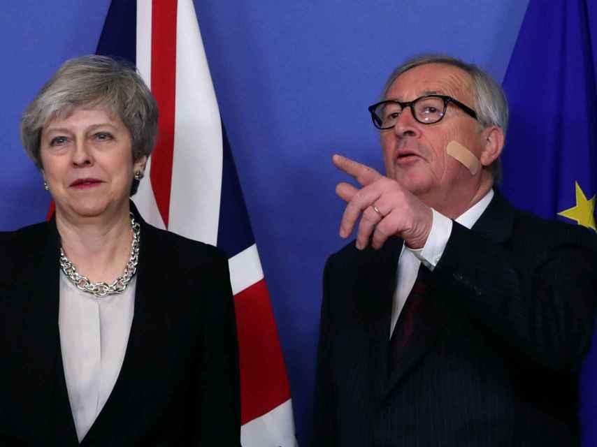 May se ha reunido este miércoles con Juncker en Bruselas