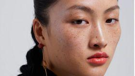 La modelo Jing Wen en una de las imágenes promocionales de la firma