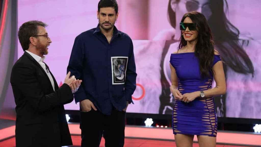 Pablo Motos, Melendi y Pilar Rubio, en la sección de la presentadora.