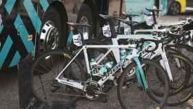 Bicicletas del Vital Concepts durante la Vuelta a Andalucía. Foto: Twitter: @VitalConcept_BB