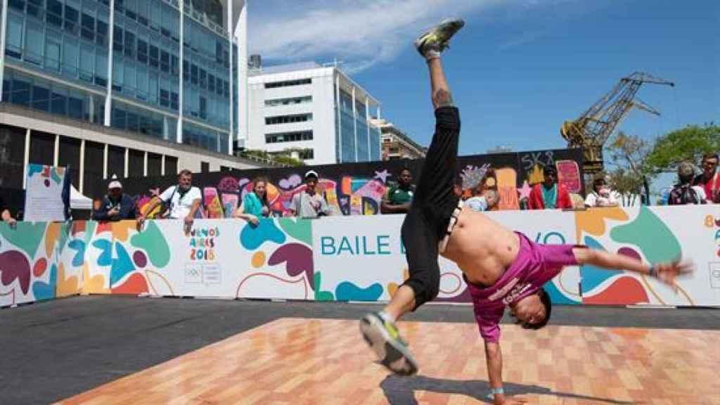 Exhibición de breakdance en Buenos Aires