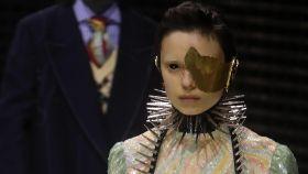 Todos los modelos de Gucci llevaban sus rostros tapados en la pasarela milanesa.