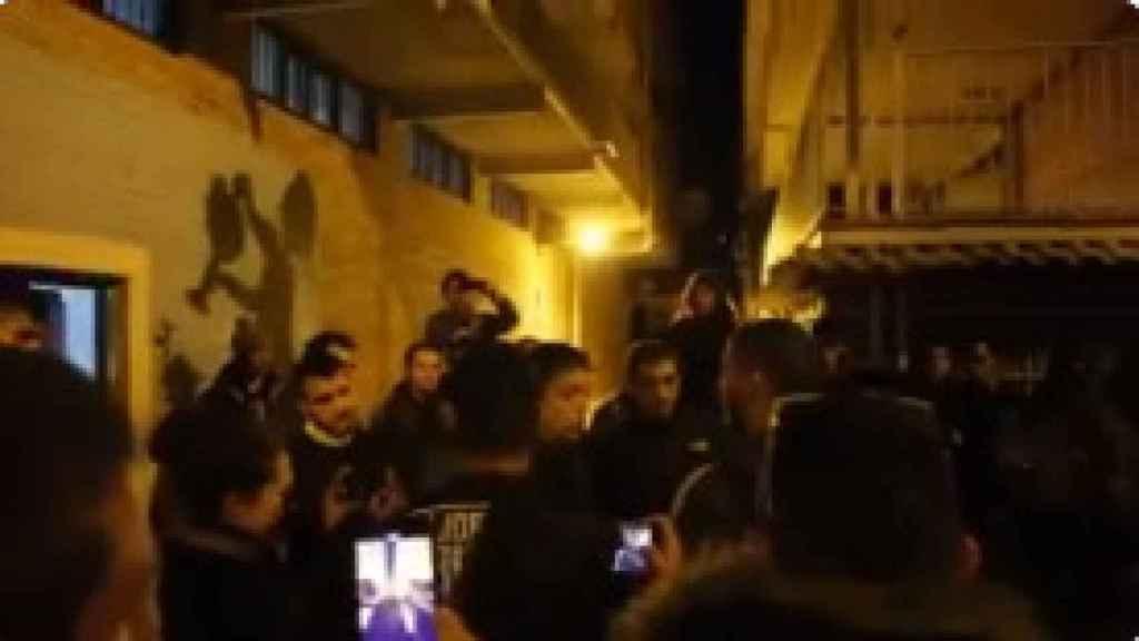 Fotograma de Íñigo Errejón discutiendo con un joven del 'Frente Obrero'