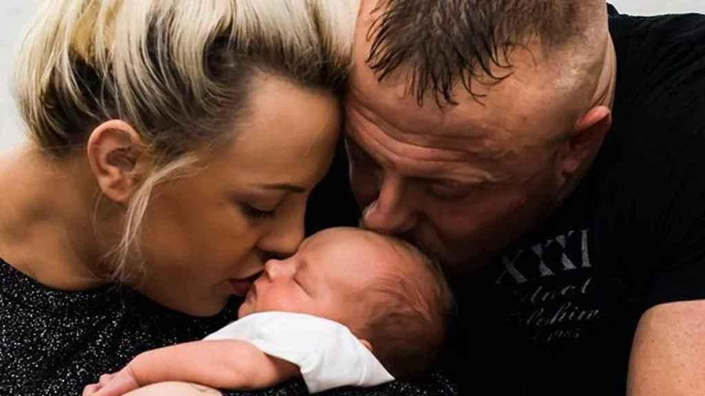 Ben Hernett junto a su esposa y su hija. Foto: Instagram (@ben.hernett)