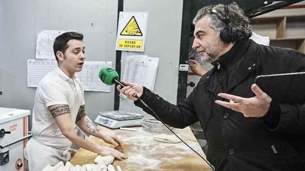 El lunes 11 de febrero, en vísperas del Día Mundial de la Radio, Alsina realizó las seis horas de su programa recorriendo las calles de Madrid. Algo que nadie había hecho antes.