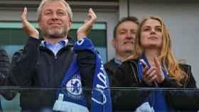 Abramovich y su hija en el palco de Stamford Bridge
