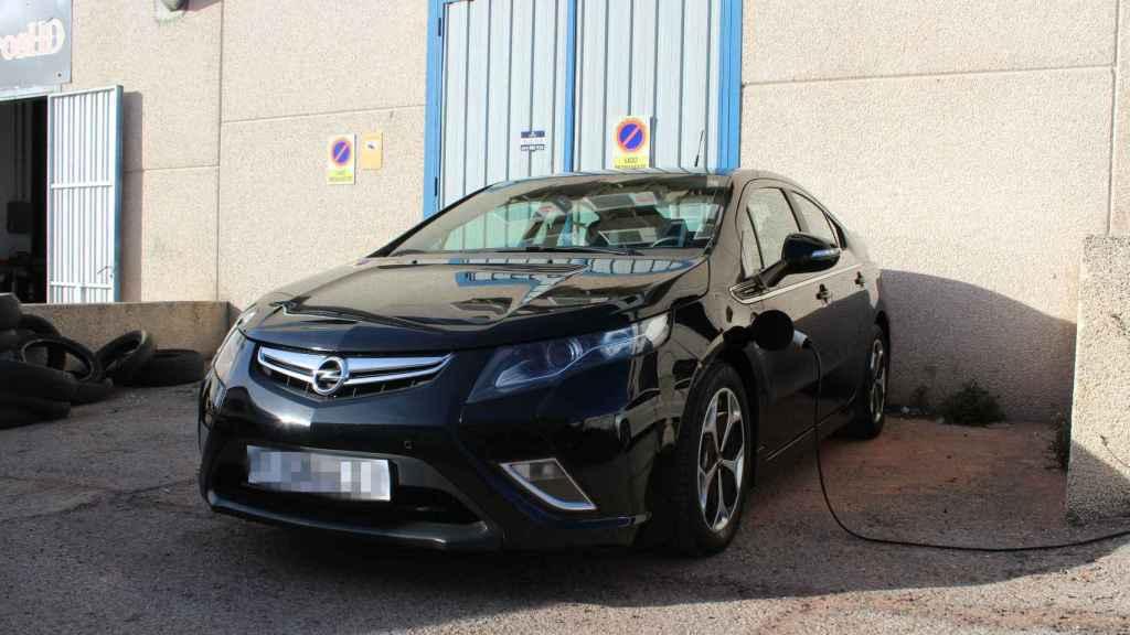 Frente y lateral del Opel Ampera
