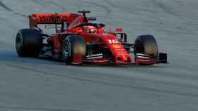 Leclerc con el Ferrari durante los entrenamientos de Montmeló (Barcelona)
