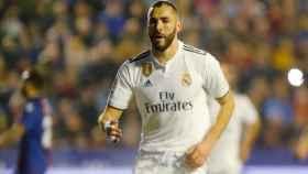 Karim Benzema, celebra su gol de penalti al Levante