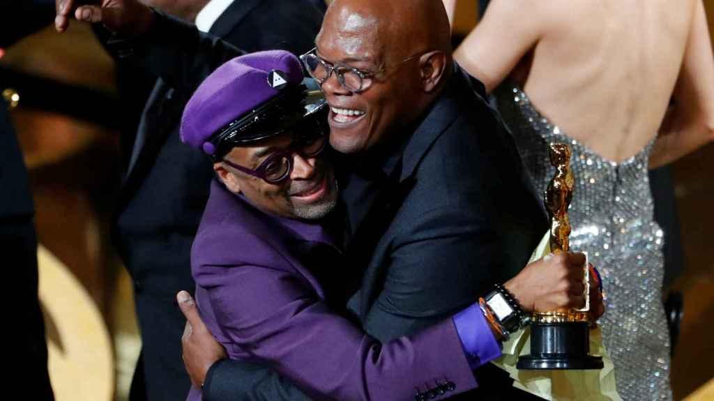 Spike Lee abraza a Samuel L. Jackson.