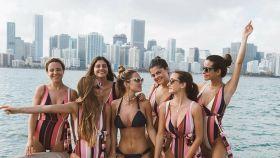 María Pombo junto a sus amigas en un montaje de JALEOS.
