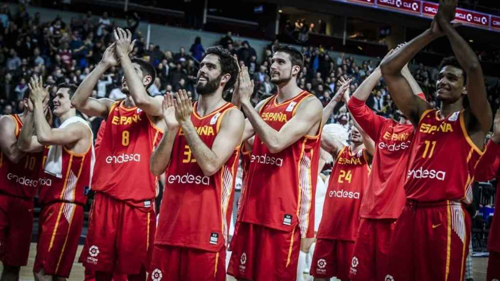 La selección española celebra la victoria ante Letonia en las ventanas FIBA. Foto: fiba.basketball