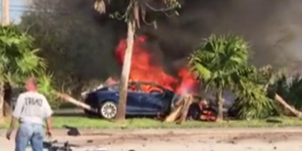 Fiery Tesla crash kills driver in Davie20190225043410.jpg_20323190_ver1.0_1280_720